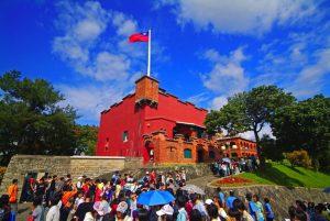 愛心滿紅城-民眾參觀淡水紅毛城公關照