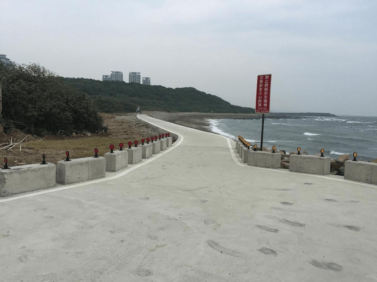 淡水海岸旁腳踏車道