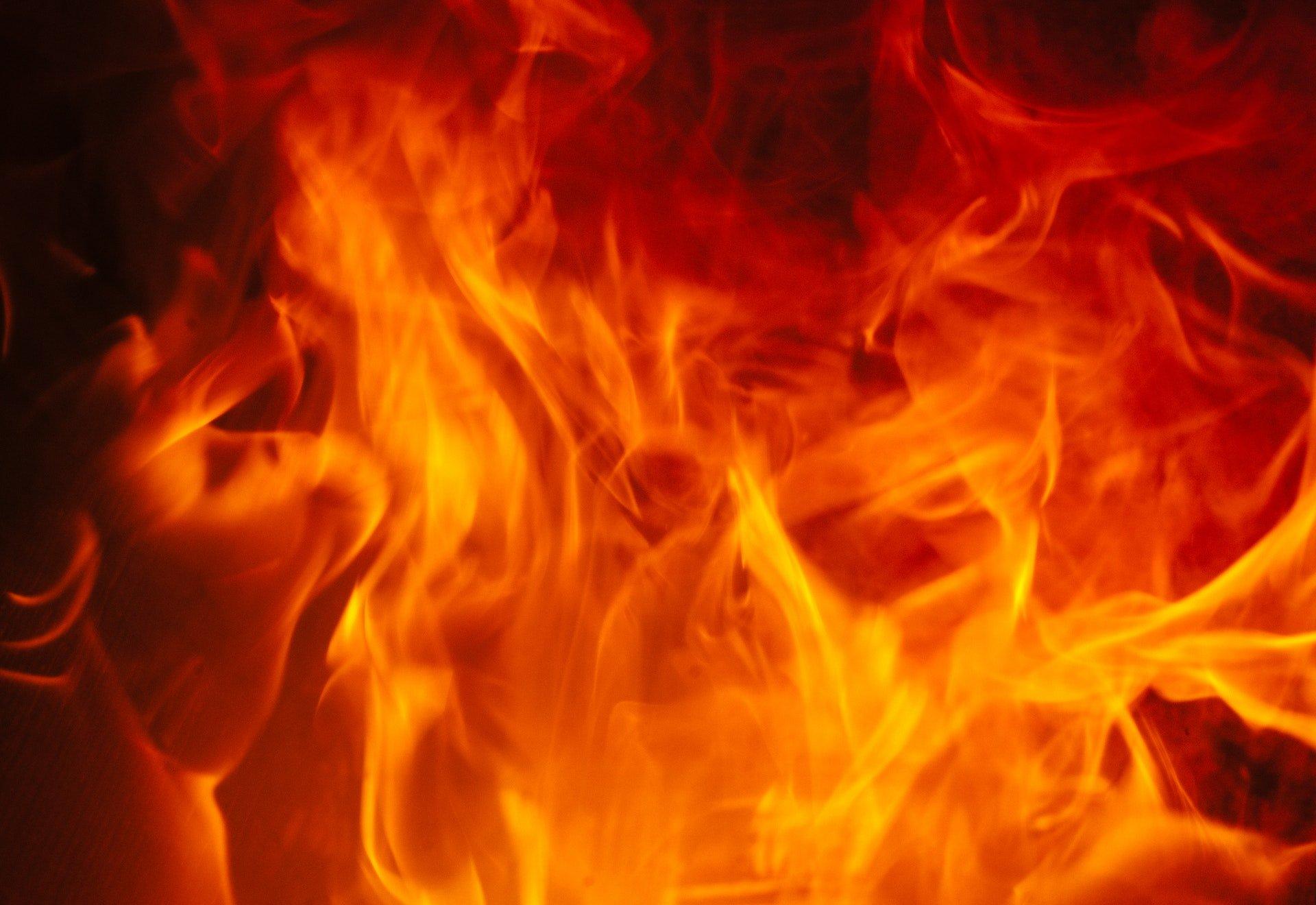 淡水火災火警通報:2018年08月08日紀錄(中山路) fire orange emergency burning 1