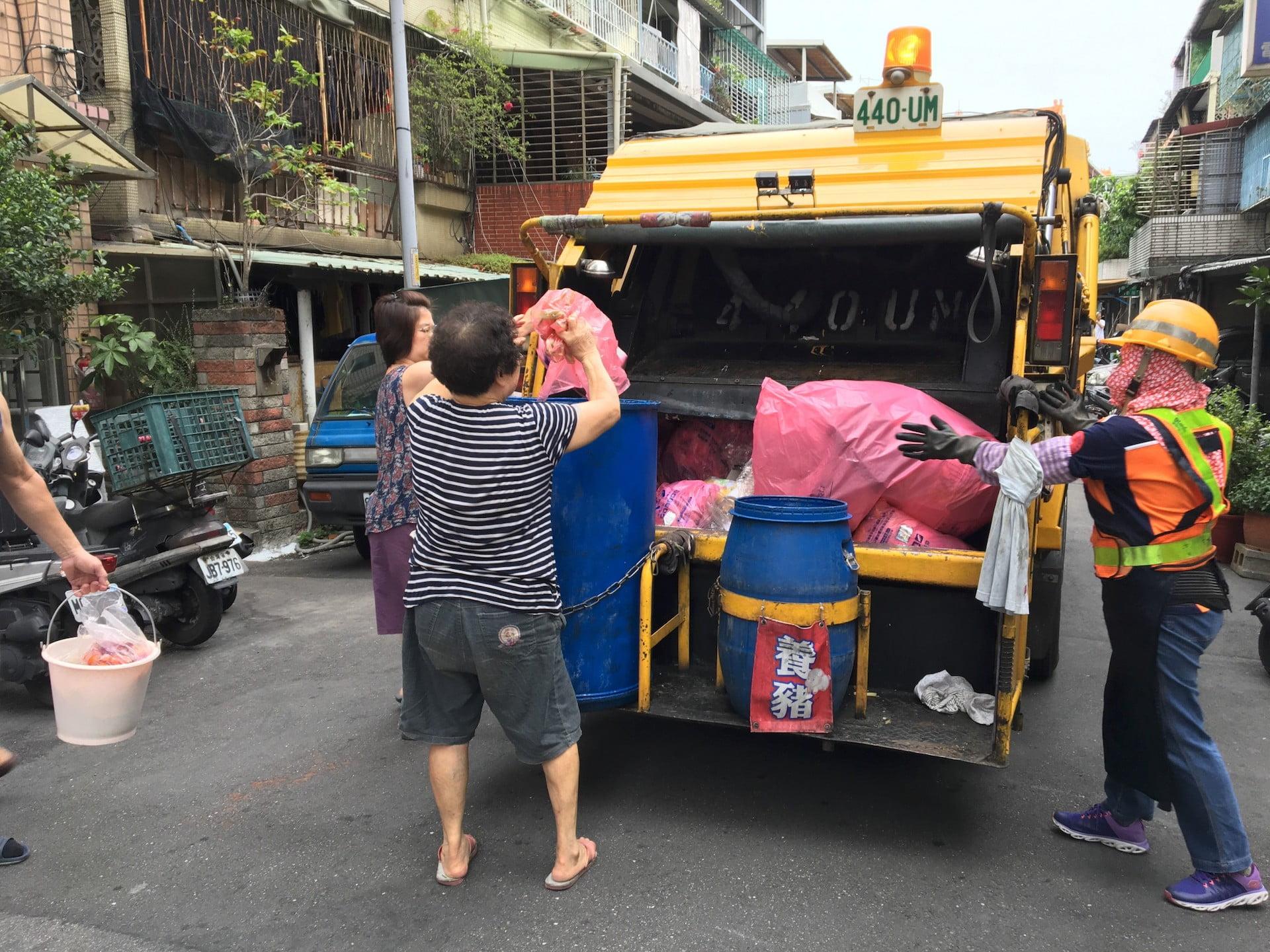 垃圾車與資源回收車